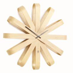kulaté designové hodiny z ohýbaného dřeva
