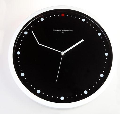 kulaté nástěnné hodiny