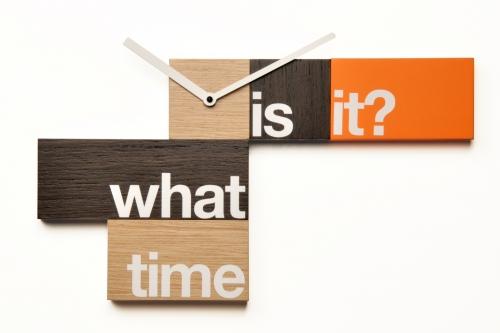 dřevěné nástěnné hodiny What time