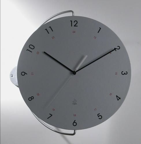 stříbrné designové hodiny Tour