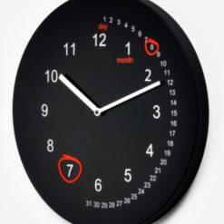 moderní hodiny na zeď, které nahradí i kalendář