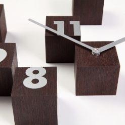 designové hodiny RND_time z tmavého dřevawenge