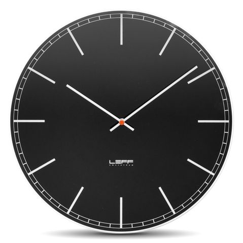 skleněné nástěnné hodiny černé