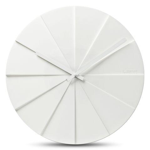 bílé moderní hodiny na zeď do obýváku, kanceláře nebo kuchyně