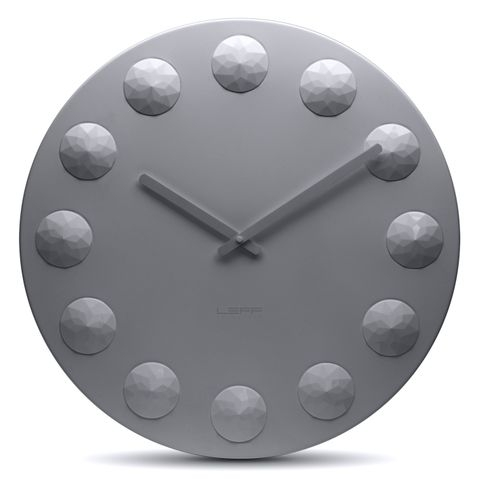 kulaté šedé hodiny na zeď