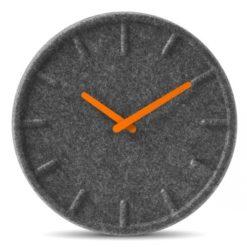 nástěnné hodiny z recyklovaného materiálu