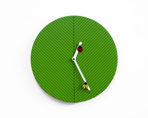 dětské zelené nástěnné hodiny Time2Bugs