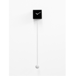 Černé kyvadlové hodiny s dlouhým kyvadlem