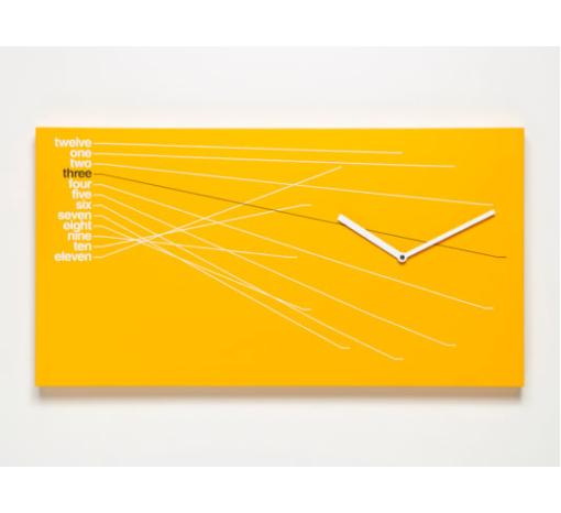 oranžové hodiny nástěnné ve tvaru obdélníku