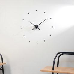 černé nalepovací nástěnné hodiny