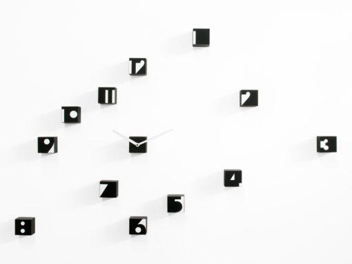 černé hodiny na stěnu Rnd_Time Optical