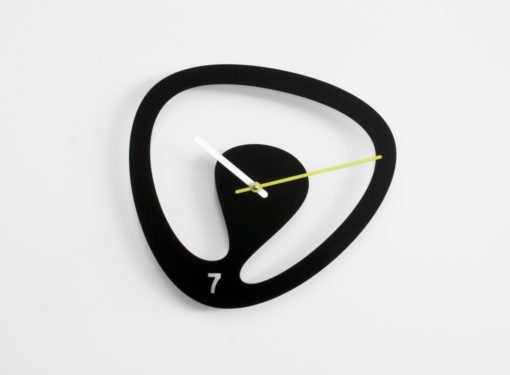originální černé hodiny Seven