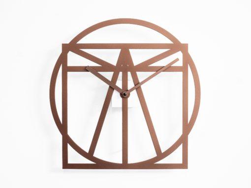 měděné designové hodiny na zeď