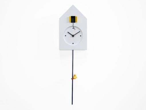 kyvadlové hodiny na zeď bílé
