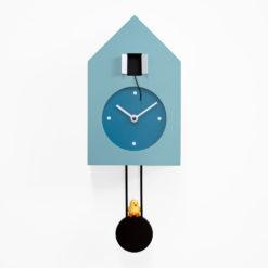 modré kyvadlové nástěnné hodiny