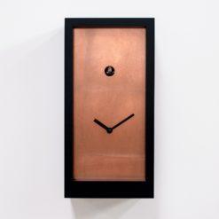 minimalistické designové kukačky s měděným číselníkem