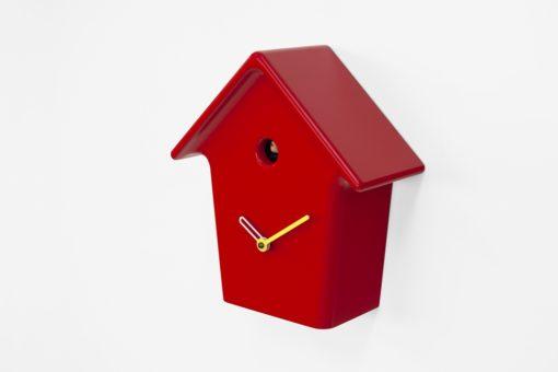 moderní červené kukačky z lakovaného dřeva