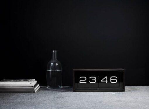 černé hodiny BRICK překlápěcí retro design