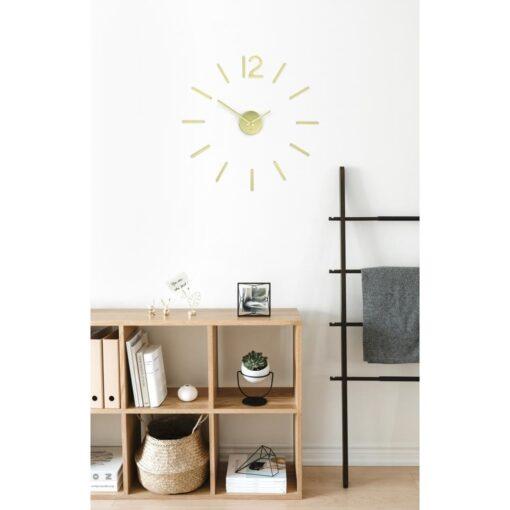 designové nalepovací hodiny v interiéru