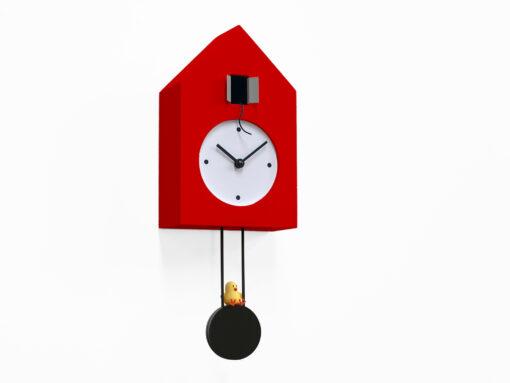 moderní kyvadlové hodiny na stěnu