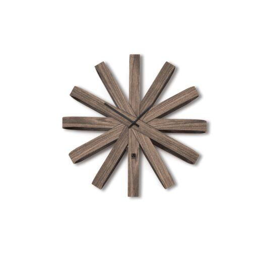 moderní nástěnné hodiny ze dřeva