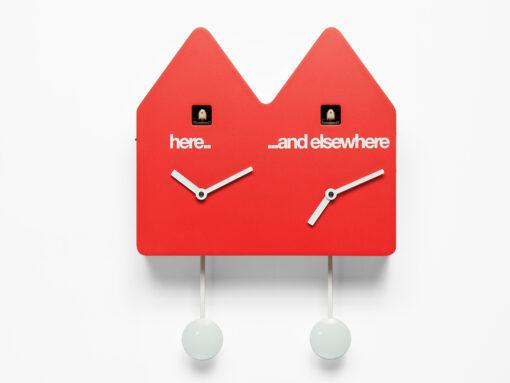 nástěnné hodiny s kukačkou pro dvě časová pásma